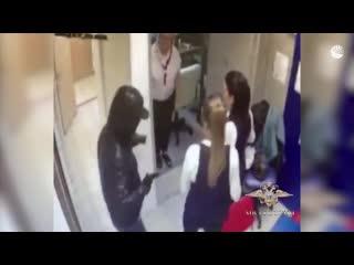 В Петербурге мужчина ограбил банк