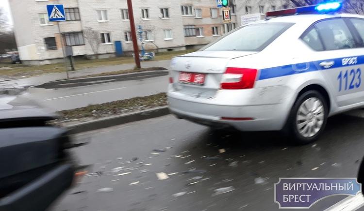 В Бресте на ул. Л.Рябцева в служебный автомобиль милиции въехала легковушка
