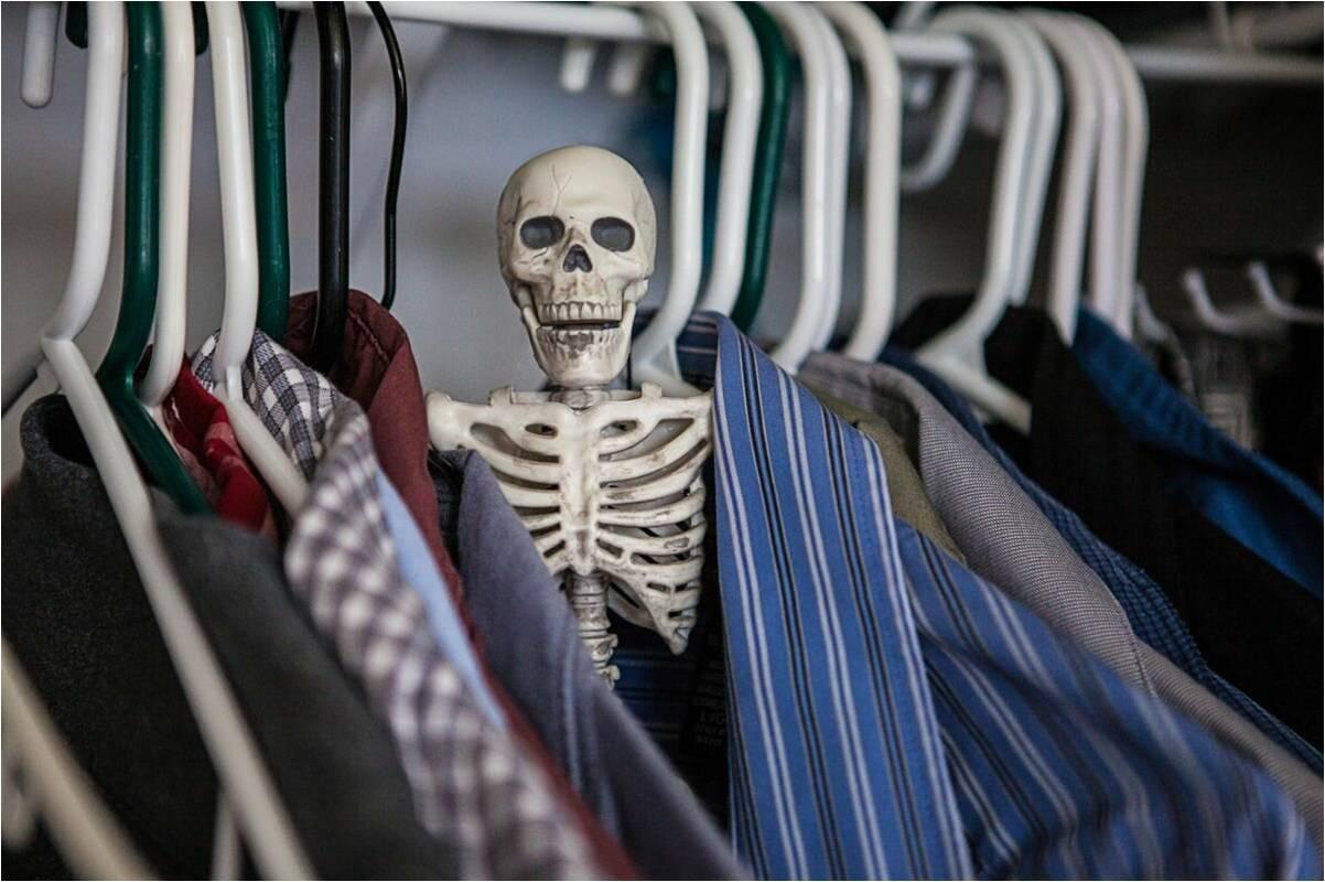 картинки скелеты в шкафу варианты