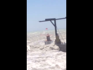 Наш подписчик спас пловца во время шторма в Сочи
