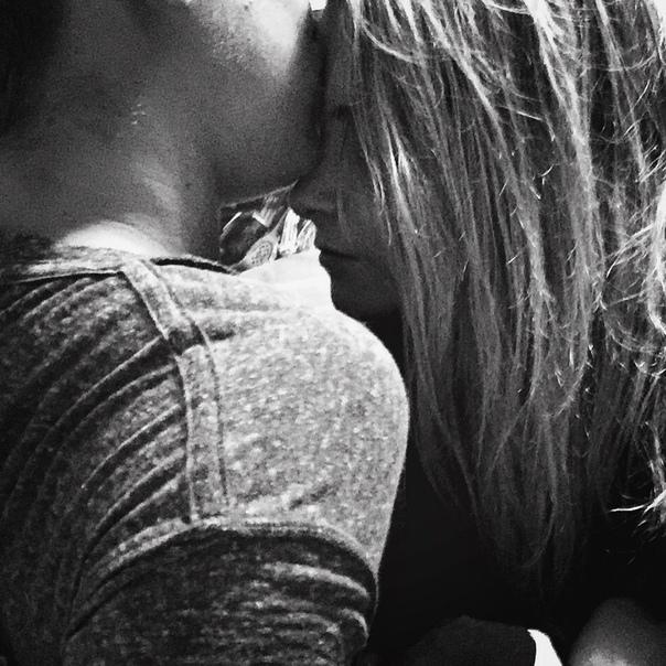 можно картинки целующейся пары без лица ушел