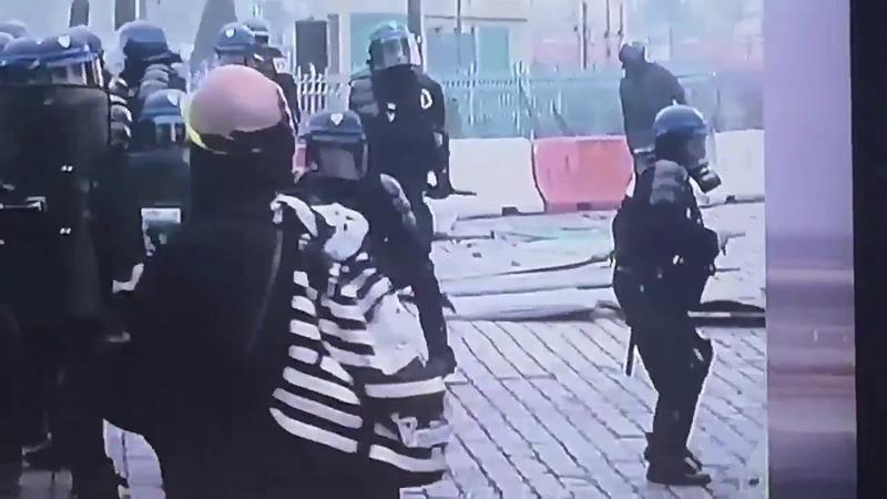 Policiers sont déguisés en CASSEURS BFM attention si tu vois des casseurs ne dis rien