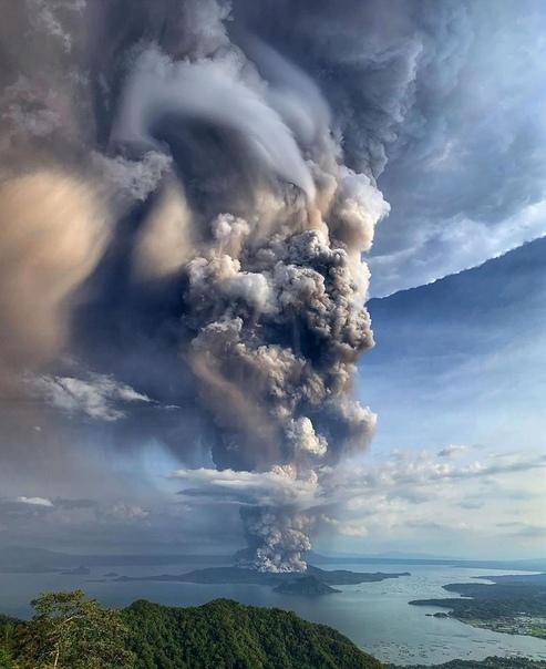 Извержение вулкана Тааль,