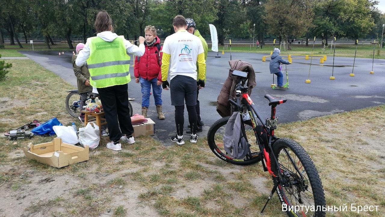 В Бресте состоялся инклюзивный семейный велопробег