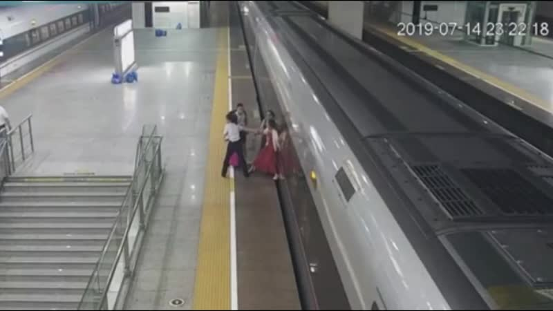 Woman tries to stop hihg-speed train by sticking her foot in the platform gap