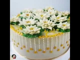"""Как украсить торт белыми цветами. / наша группа в ВК: """"Торты на заказ. Мировые шедевры""""."""