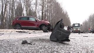 На выезде из Ярославля произошло лобовое ДТП
