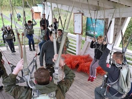 33 юнармейца Архангельска прыгнули с парашютом