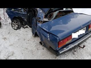 Видео из кабины_ фура протаранила ВАЗ на Тюменском тракте.