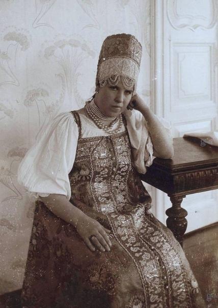 РОССИЯ. СЕВЕР. ЖЕНЩИНЫ 1906 год, революция в стране, первая пока. 39-летний художник родом из Архангельска Николай Шабунин (мастерская Репина) в очередной раз кропотливо делает фотографии своих