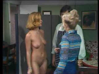 OON, CMNF, отрывок из австралийского телесериала  к доктору приходит голая пациентка