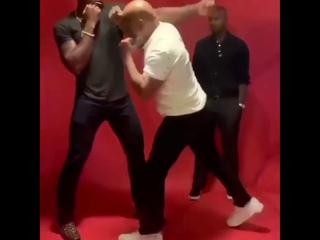 МАЙК ТАЙСОН ДАЛ УРОК БОКСА БОЙЦУ UFC ФРАНСИСУ НГАНОУ/Mike Tyson Showed Francis Ngannou the technique