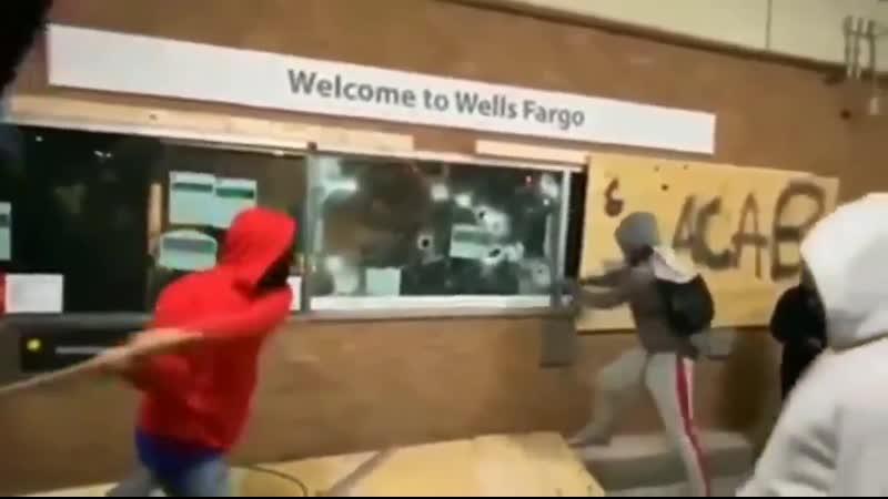 Афроамериканцы протестуют против расизма ограбив банк Все по норме