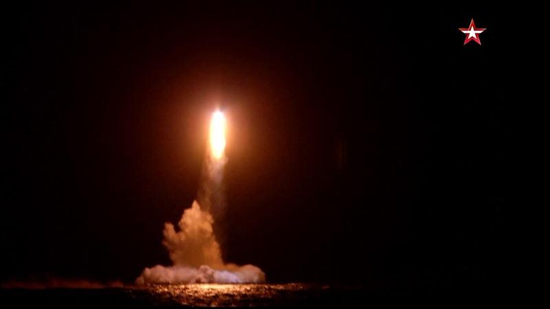 Ночной пуск баллистической ракеты на учениях «Гром-2019»