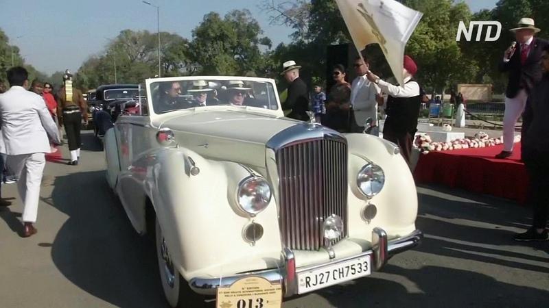 Стильное ралли на дороги Индии выехали винтажные авто