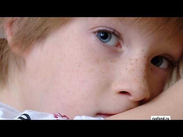 Практически глухота маленький Саша Рогожин нуждается в помощи