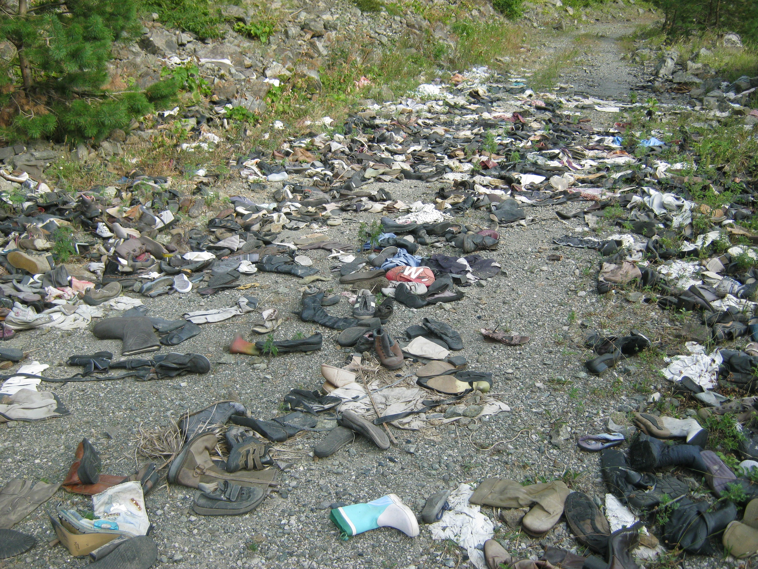Кладбище обуви, годной для эксплуатации