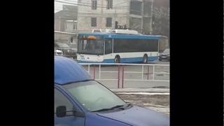 В Бельцах тестируют новый беспроводной троллейбус 11 02 21