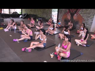 Watch beautiful girls working out at the gym 02