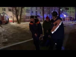 Женщину-ветерана из горящего дома сахалинские спасатели вытащили на носилках