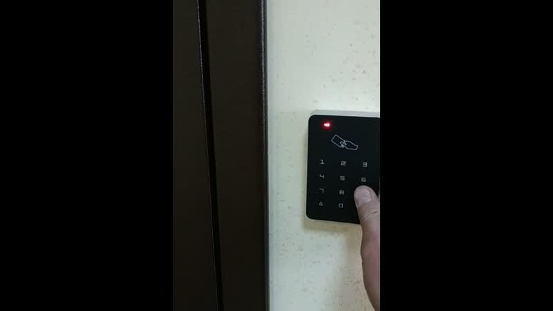 Установка домофона магнитного замка кодовой панели дверного доводчика на железную дверь в Красноярске телефон 2549885