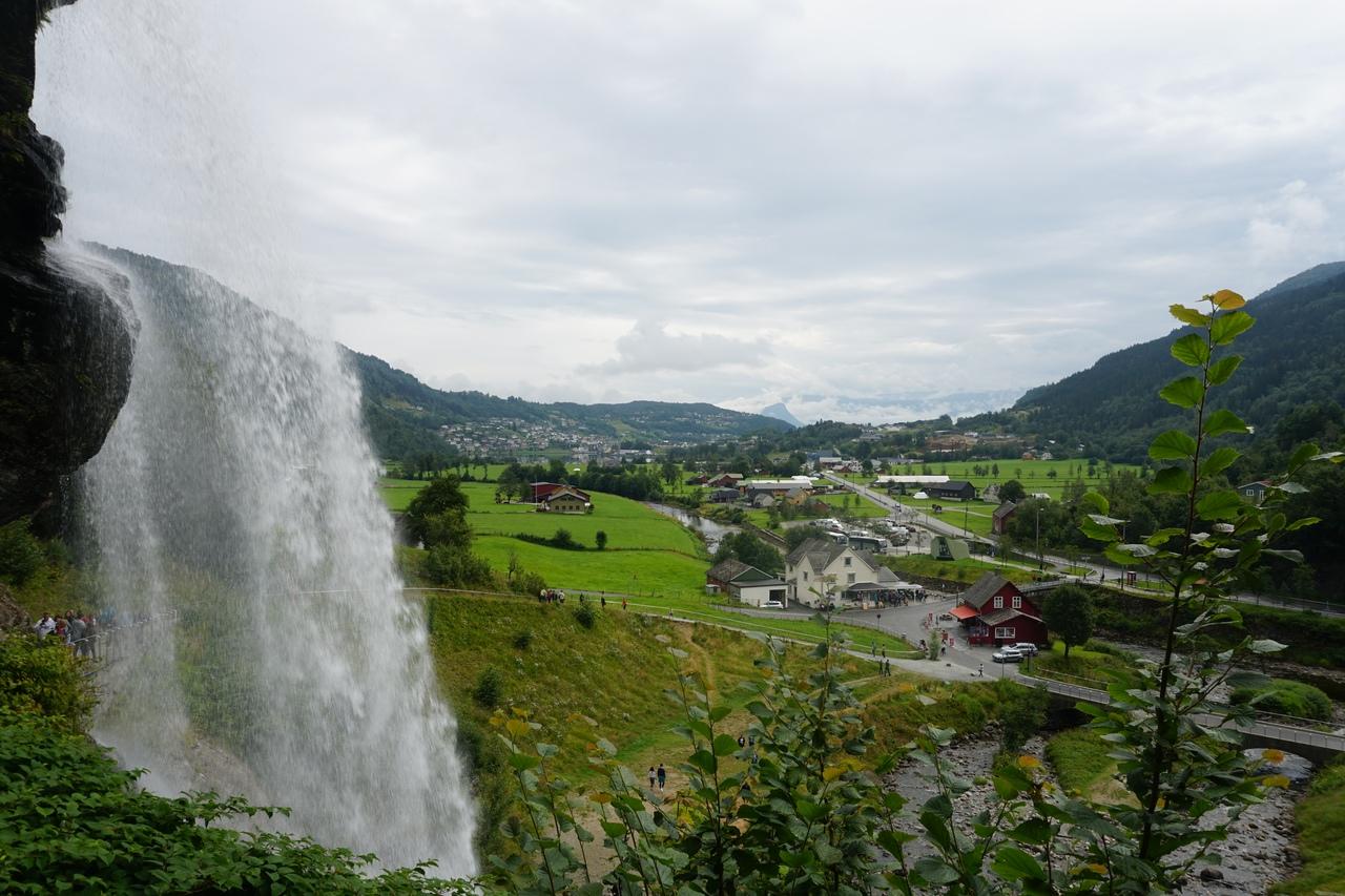 Водопад Стейнсдальсфосс - один из самых известных водопадов Норвегии