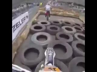 Полоса препятствий на мотоцикле