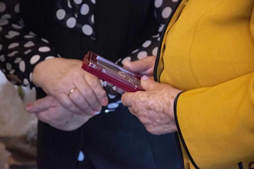 Продолжается вручение юбилейных медалей Победы, изображение №1