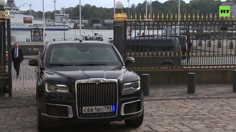 Владимир Путин прибыл в Хельсинский президентский дворец на автомобиле Aurus