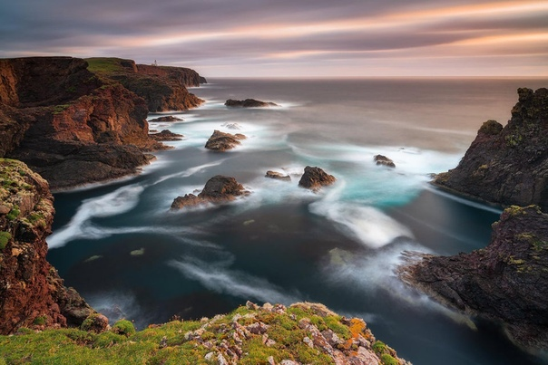 Береговая линия Шетландских островов (Шотландия) на закате
