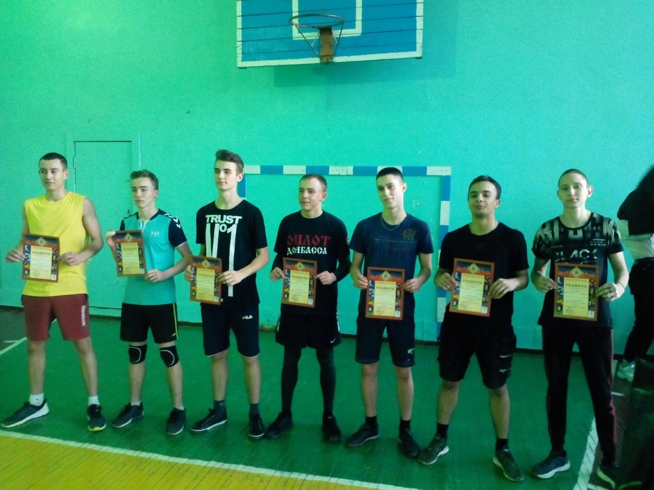 В Донецке прошли соревнования по волейболу среди юношей 2002 года рождения