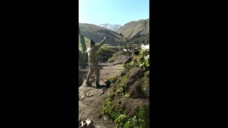 Азербайджанская артиллерия ведёт огонь