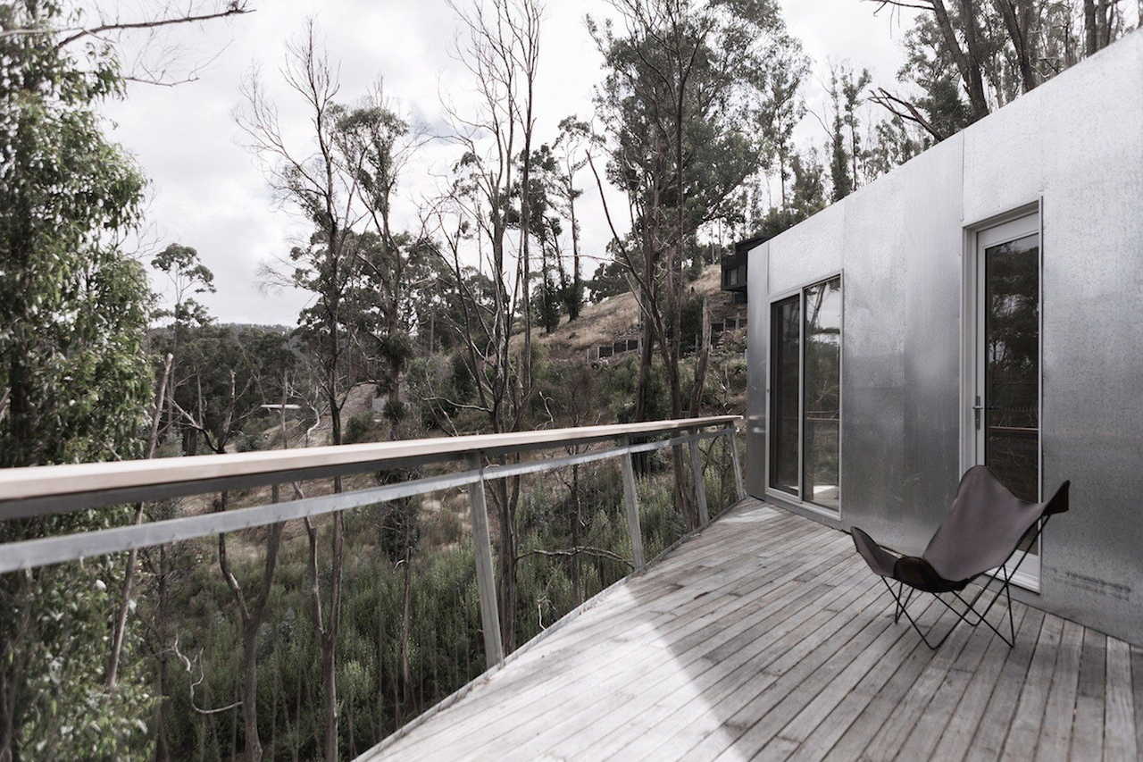 Studio Edwards uses shipping containers to create getaway on Australia's Great Ocean Road