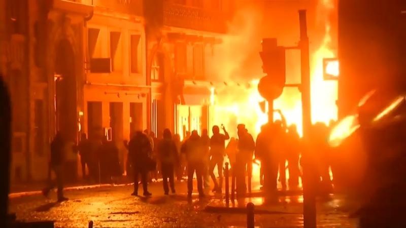 GELBWESTEN-KRAWALLE: Macron erwägt Verhängung des Ausnahmezustands