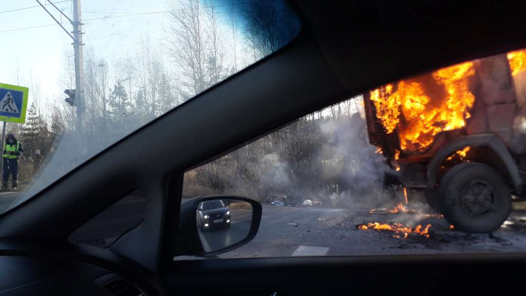у Камаза загорелась кабина на улице Федосеенко Нижний Новгород