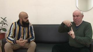 Интервью с Васифом, глухим предпринимателем из Пакистана. С субтитрами