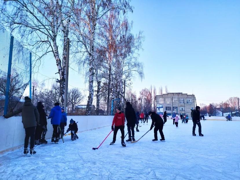 В корпусе детско-юношеской спортивной школы Петровска открылся пункт проката коньков