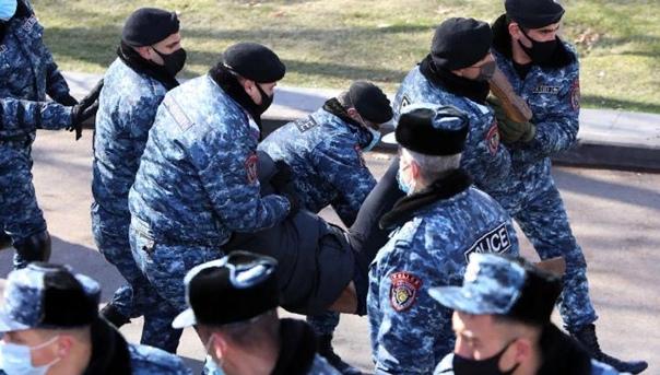 Более 50 человек задержали в Ереване на акции за отставку Пашиняна