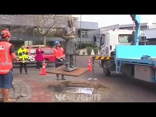 Демонтаж памятника John Hamilton в Новой Зеландии - Протесты в США - 12/06/2020