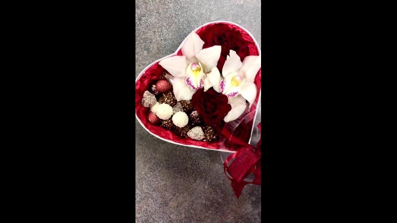 В наличии🔥успей забрать😉Сердце , заполненное цветами и конфетами для близкого человека ❤️ 1700₽-скидка =1️⃣4️⃣0️⃣0️⃣