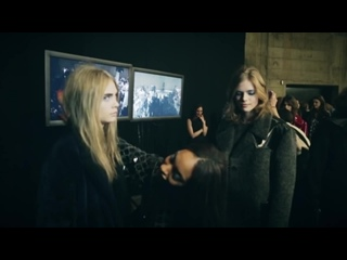 Harlem_Shake_-_Supermodels_Cara,_Rosie_and_Jourdan_backstage_at_Topshop_Unique_AW13
