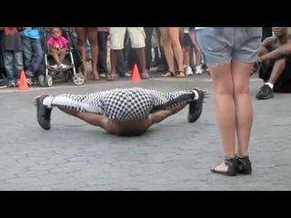 SLs - Amazing flexible man - dancing in union square New York City