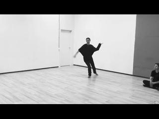 немножко танцуем