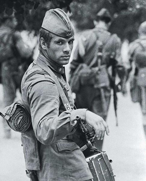 Фотография советского солдата 1976 года, вызвавшая широкий резонанс во всем мире и её история