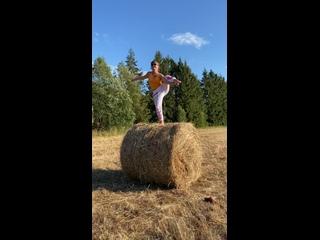 Акробатические этюды на сене