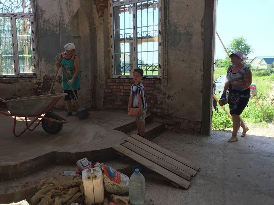 В храме села Таволожка Петровского района готовятся к престольному празднику