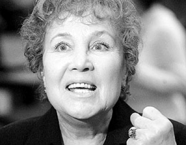 past Надежда Румянцева. Надежда Васильевна Румя́нцева (9 сентября 1930, деревня Потапово, Вяземский район, Смоленская область - 8 апреля 2008, Москва) - советская и российская актриса.