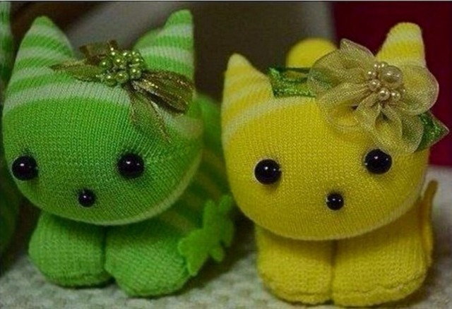 Забавные зверушки из обычных носков — фото-идеи, как сделать игрушки из носков своими руками, интересные игрушки из носков,