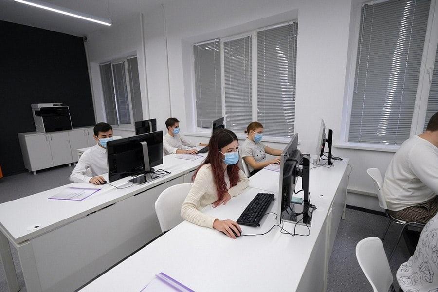 Студенты Сочинского профессионального техникума вернулись к занятиям в...