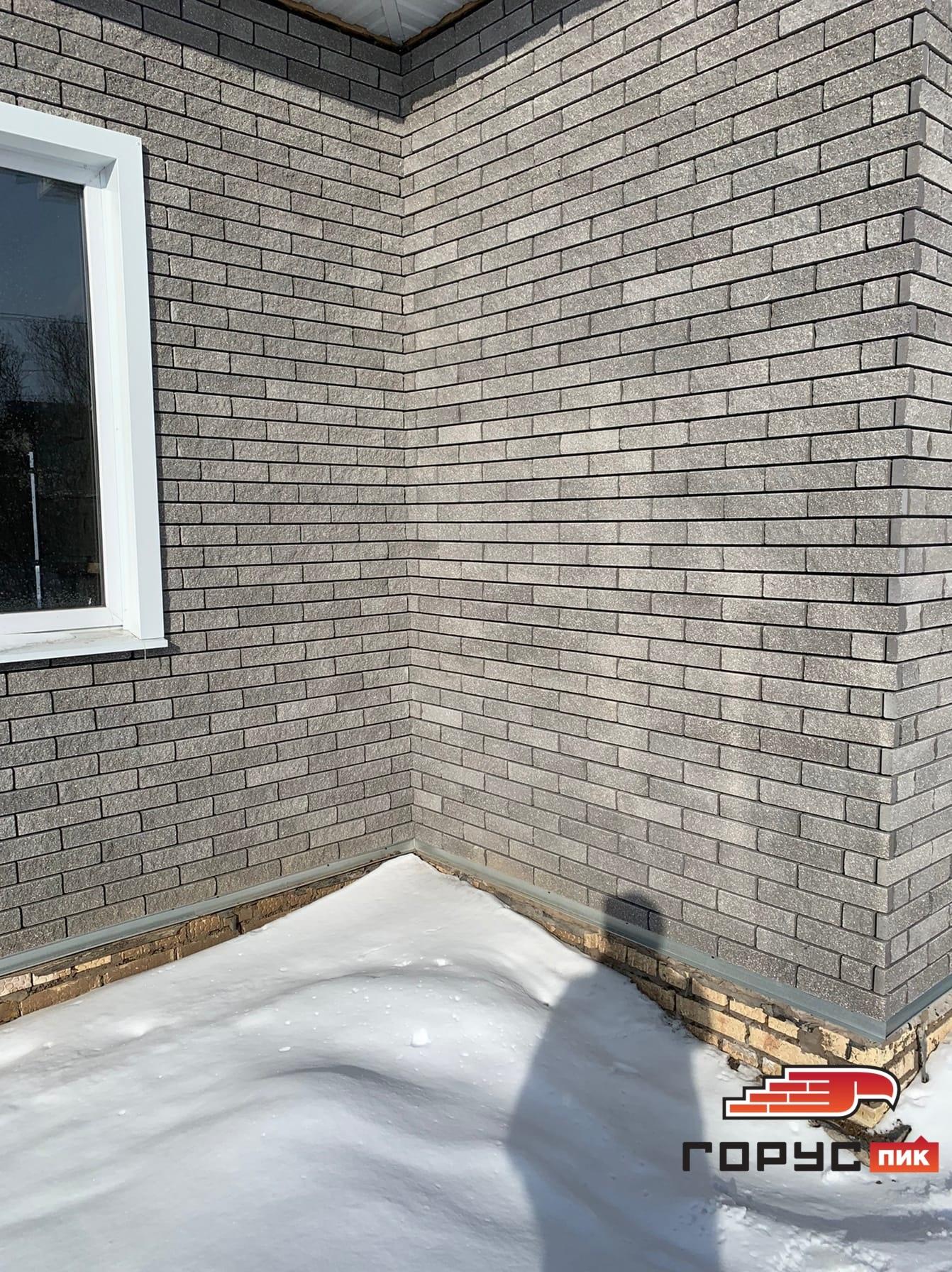 Фасад дома облицованный гиперпрессованной плиткой